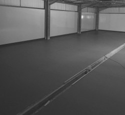 Resin floor with drainage